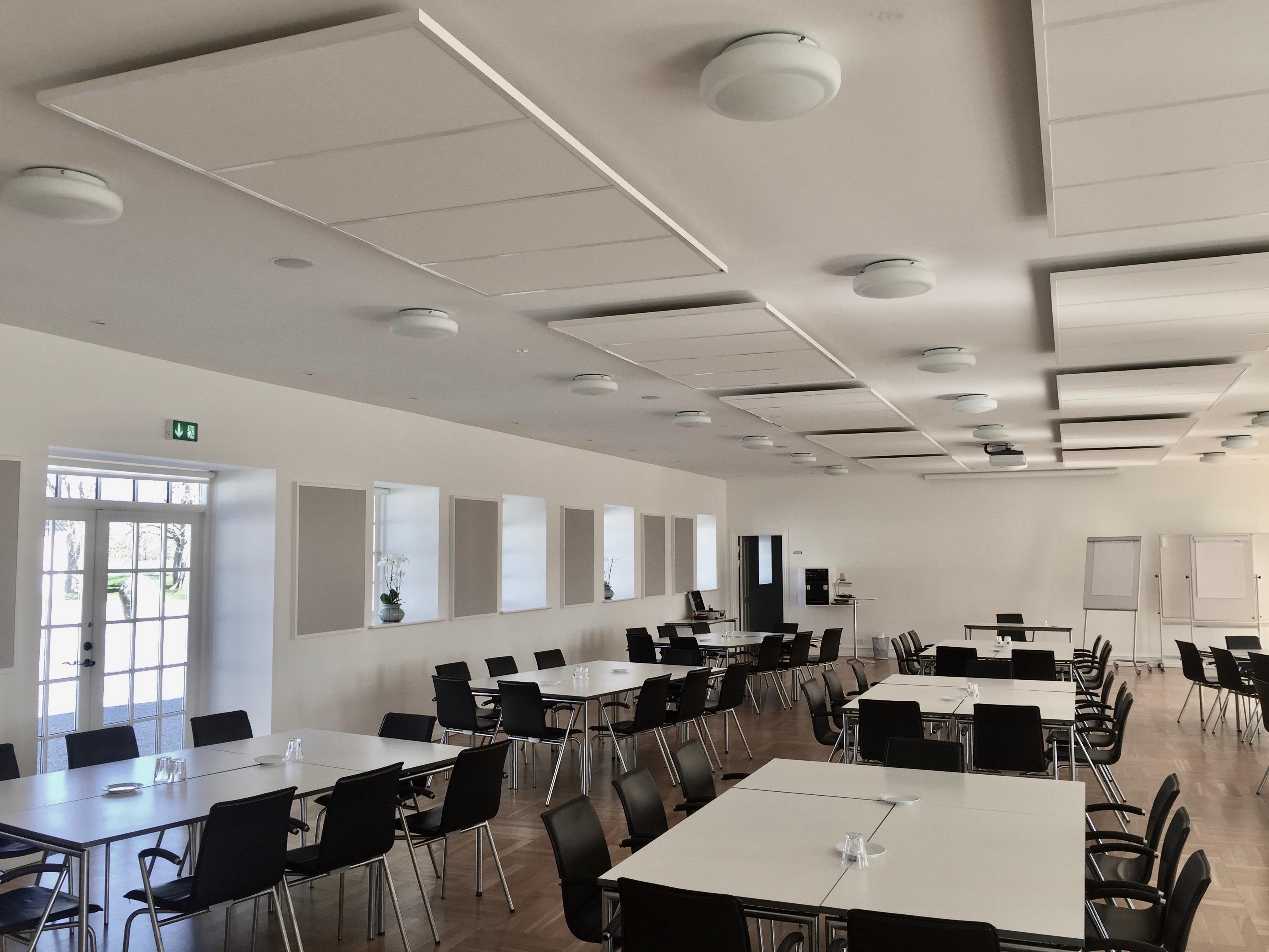 DecoDemp Akustik og støjdæmpning som loft. loft akustik i konference rum